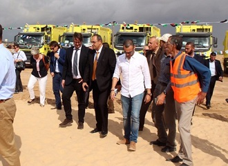 مجلس الخدمات المشتركة يدير عملية جمع النفايات بشكل أمثل في جنوب غزة